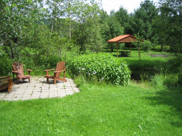 petite terrasse près de l'étang
